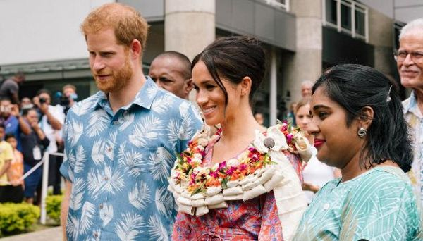 Meghan elegantissima all'University of the South Pacific