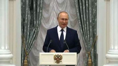 Putin si sta autoisolando pur essendo ufficialmente negativo