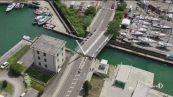 La Spezia, crolla il ponte levatoio