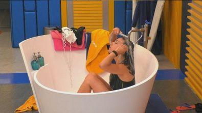 Doccia in vasca per Francesca
