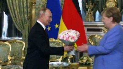 Merkel a Putin: ci sono differenze ma vogliamo mantenere dialogo