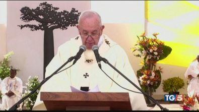 Papa: non usare Dio per violenze