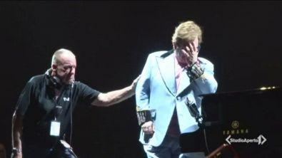 Sir Elton in lacrime ferma lo show