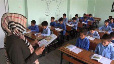A Kabul i bambini tornano a scuola con i talebani al potere