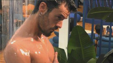 Gaetano sotto la doccia