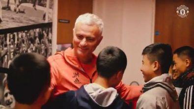 Lo United abbraccia i bimbi della grotta