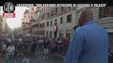 """CasaPound, comizio sotto il palazzo sequestrato: """"Non abbiamo intenzione di lasciarlo""""   VIDEO"""