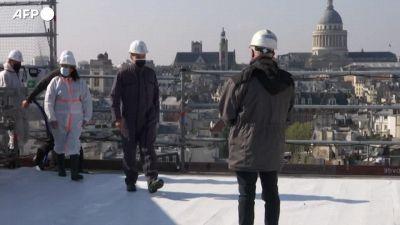 Notre-Dame, due anni dopo l'incendio Macron visita il cantiere per la ricostruzione