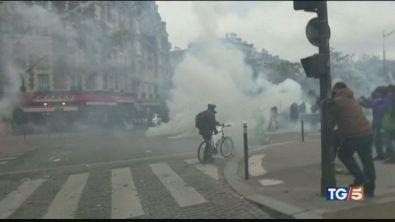 Gilet gialli, a Parigi tornano gli scontri
