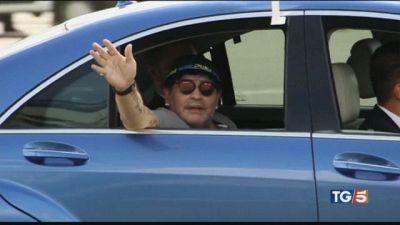 Maradona abbandonato, troppe ombre sulle cure