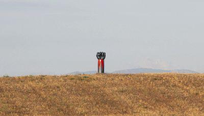 Il braccio di Goldrake diventa un'installazione d'arte in Maremma