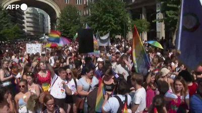Budapest, migliaia al Pride contro le politiche di Orban