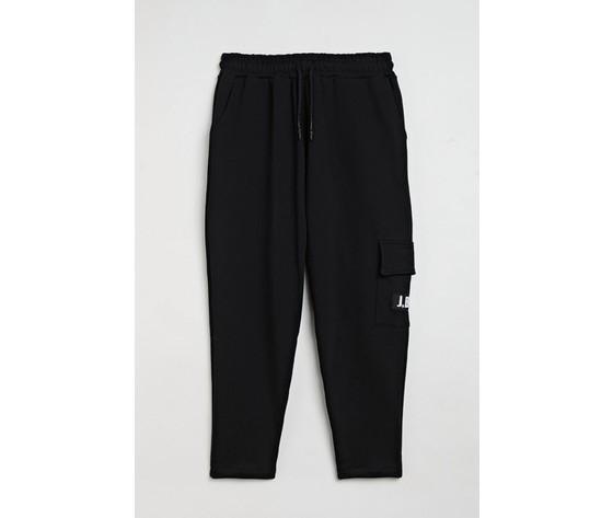 Pantalone uomo nero in felpa con tasca laterale con patch logo j.b4 regular art. mp0901002 1
